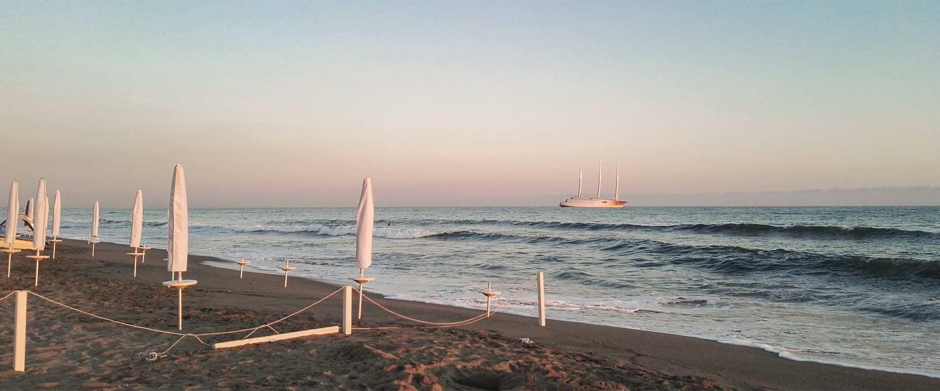 Hotel luciana si trova a marina di massa vicino al centro e spiaggia